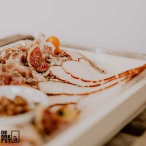 Ontbijt aan huis - Charcuterieplank - The Butcher's Plank 2.0 - De BRKFSTCLUB - Close Up