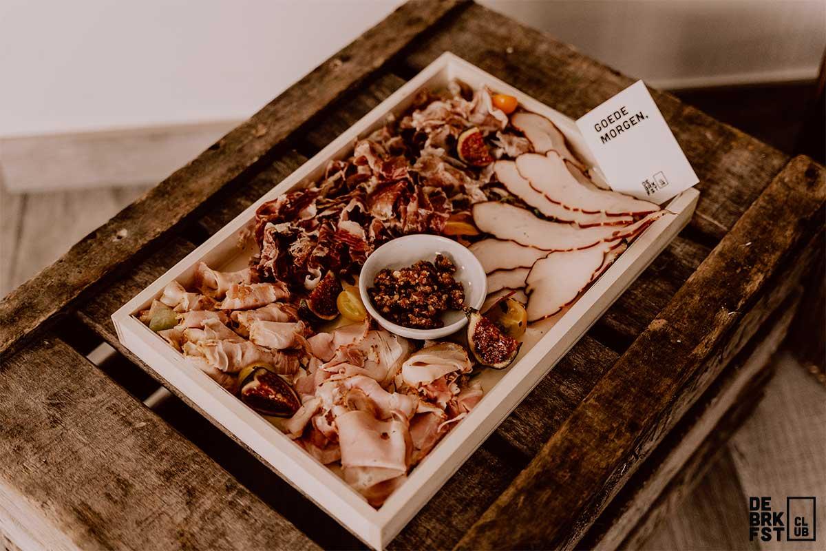 Ontbijt aan huis - Charcuterieplank - The Butcher's Plank 2.0 - De BRKFSTCLUB