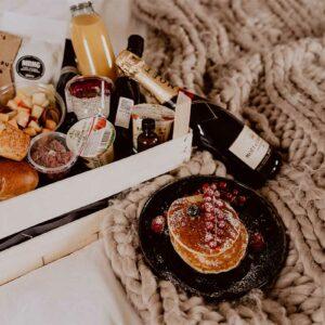 Luxe ontbijt aan huis met american pancakes, chiapudding, cava, ...- DE BRKFST CLUB