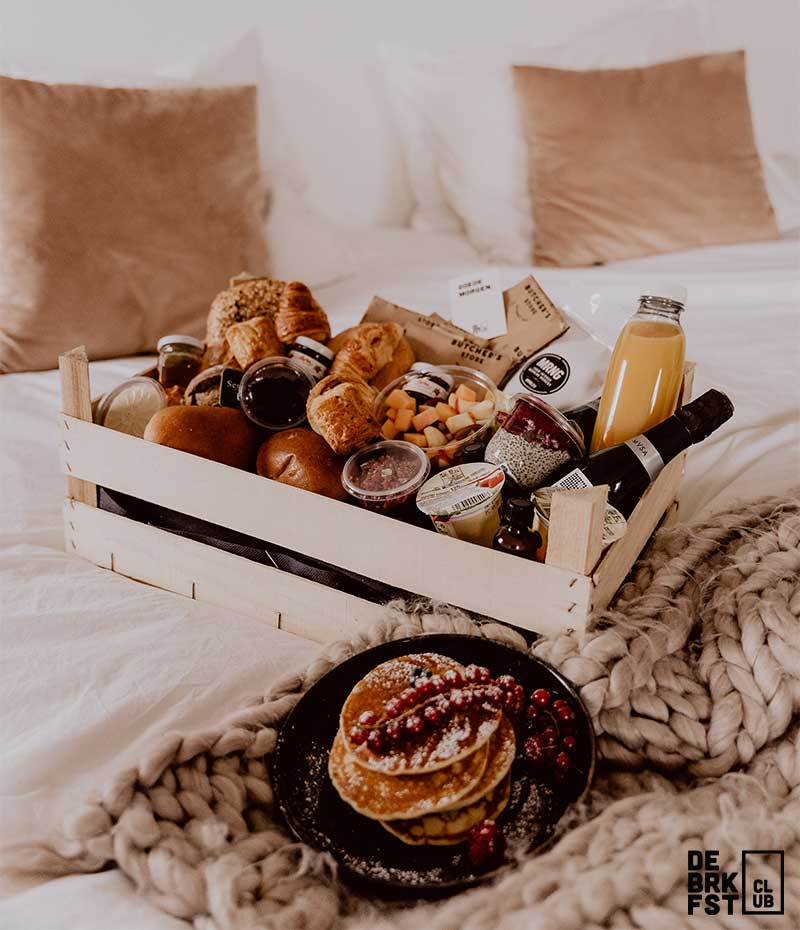 Deluxe ontbijt aan huis met american pancakes, chiapudding, cava, ...- DE BRKFST CLUB